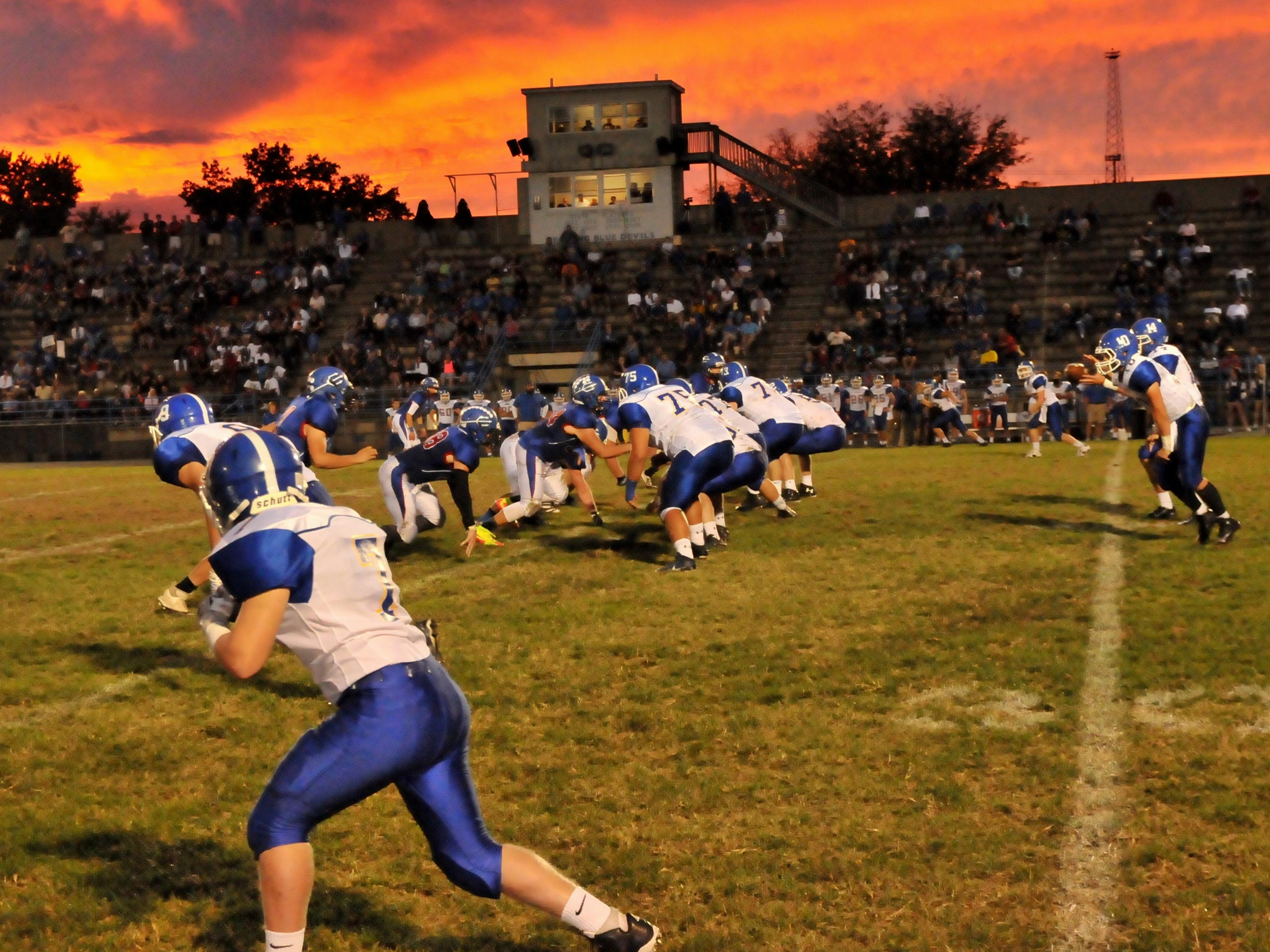 The sunset provides a perfect backdrop as Reading plays host to Madeira.