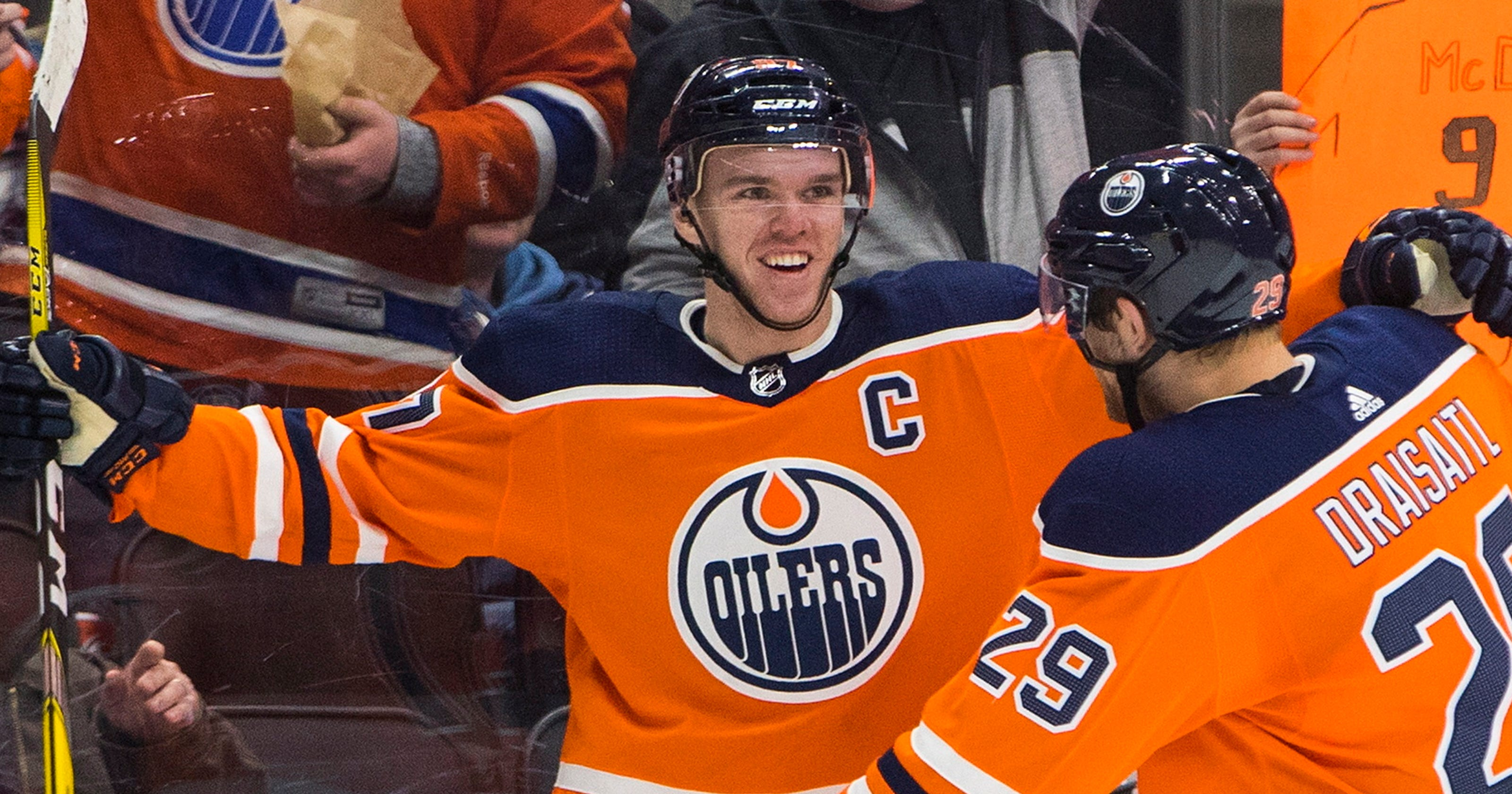 67cd151d0f0 Connor McDavid scores four as streaking Oilers drub Lightning