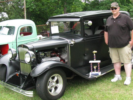 In the 2015 Lighting Up the Cumberland Car Show, the