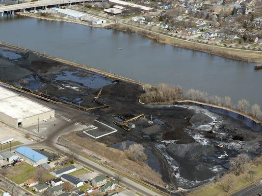 635685129281857512-C-Reiss-Coal-Co-Green-Bay-Wharf-Port-Facility