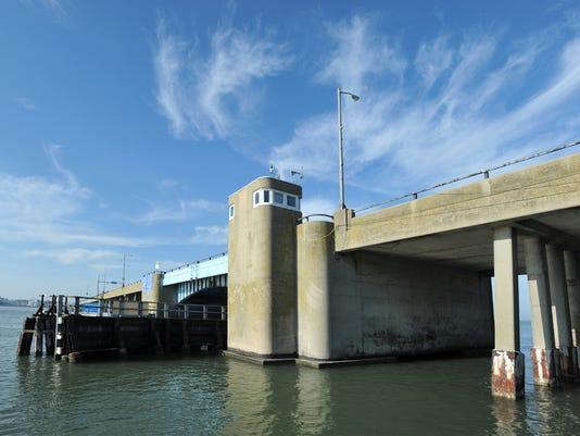-wctnews bridgetender 9404.jpg_20121204.jpg