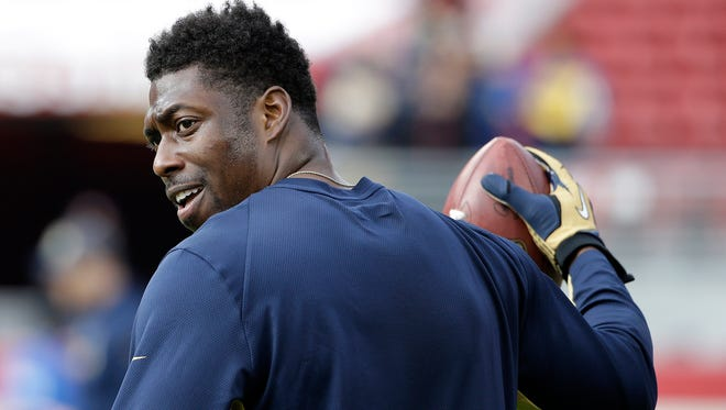 St. Louis Rams tight end Jared Cook warms up before an NFL football game against the San Francisco 49ers in Santa Clara, Calif., Sunday, Jan. 3, 2016. (AP Photo/Marcio Jose Sanchez)