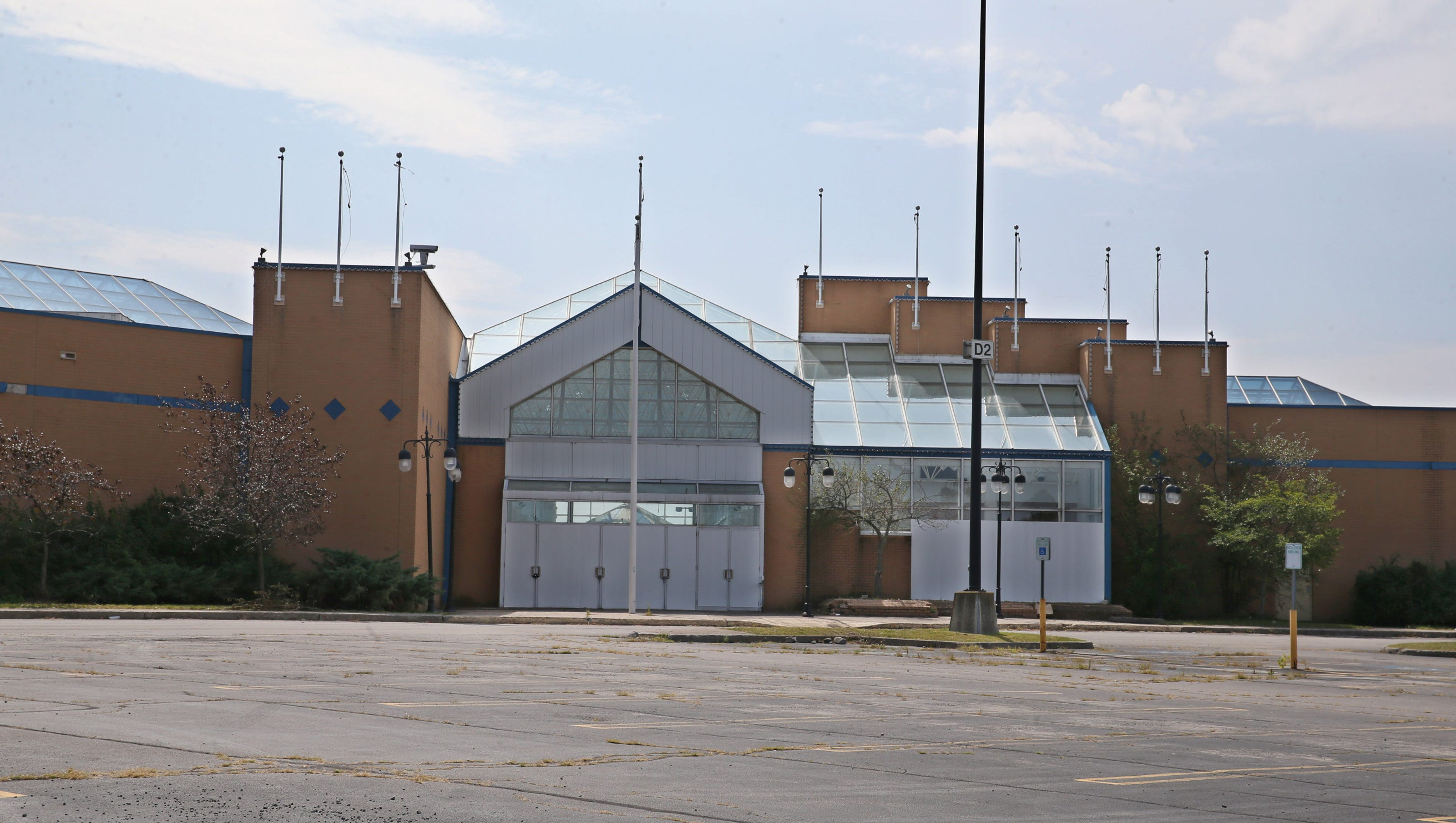 Medley Centre Irondequoit mall to house munity center