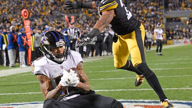 Baltimore Ravens wide receiver Chris Moore (10) catches a touchdown pass from quarterback Joe Flacco with Pittsburgh Steelers strong safety Sean Davis (28) defending during the first half of an NFL football game in Pittsburgh, Sunday, Dec. 10, 2017. (AP Photo/Don Wright)