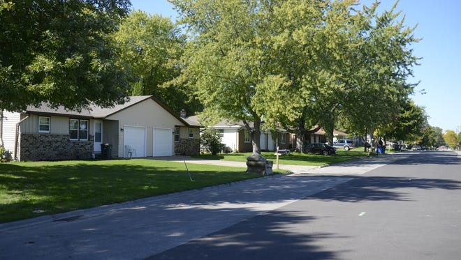The Green Bay Packers will raze 16 houses along the south side of Brookwood Drive to make way for townhouses.