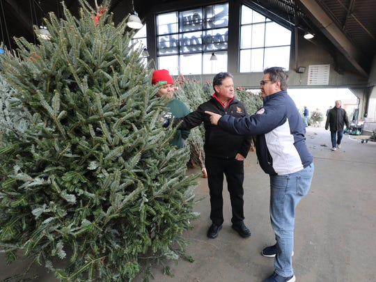 Stew Leonard Jr., center, chats with customer John - Christmas Tree 101 With Stew Leonard, Jr.