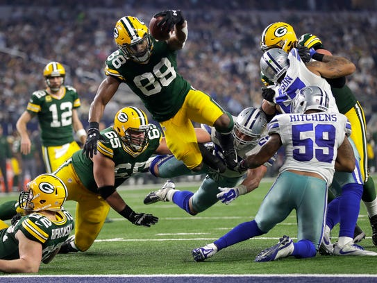 Green Bay Packers running back Ty Montgomery plunges