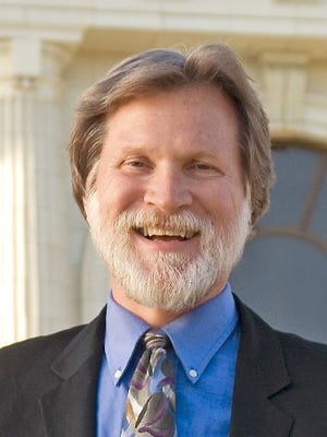 Carl Morehouse is leaving the Ventura City Council after 17 years.