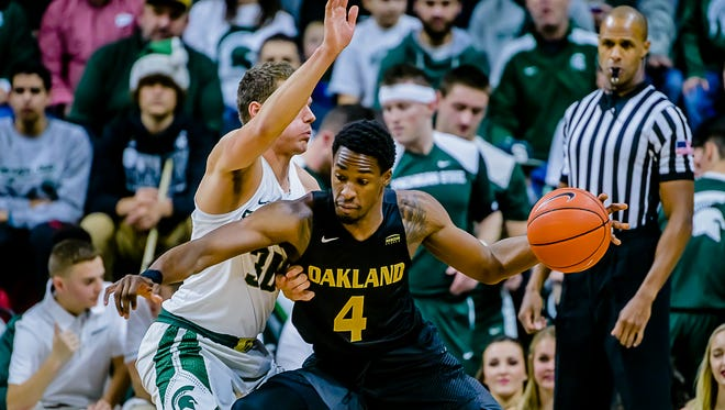 Oakland's Jalen Hayes (4) scored 11 points in 12 minutes last season against Michigan State, but he fouled out of the Spartans' 77-65 win at Breslin Center.