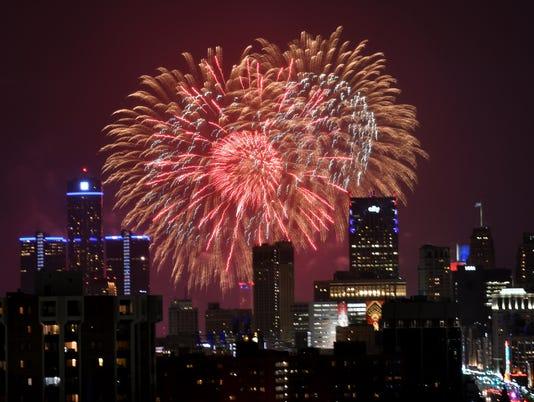 636341133546153784-2017-0626-rb-me-fireworks098.jpg