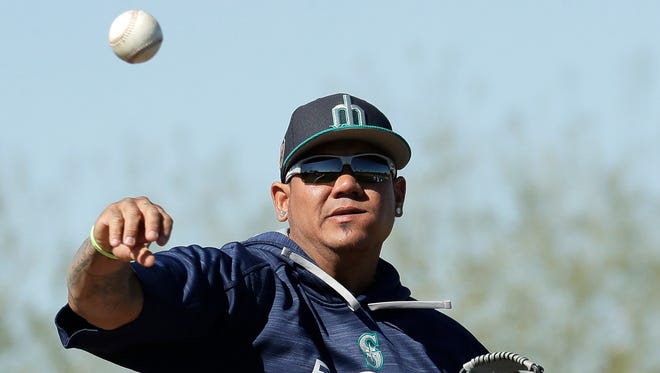 Mariners starting pitcher Felix Hernandez participates in a spring-training drill earlier this week in Peoria, Ariz.