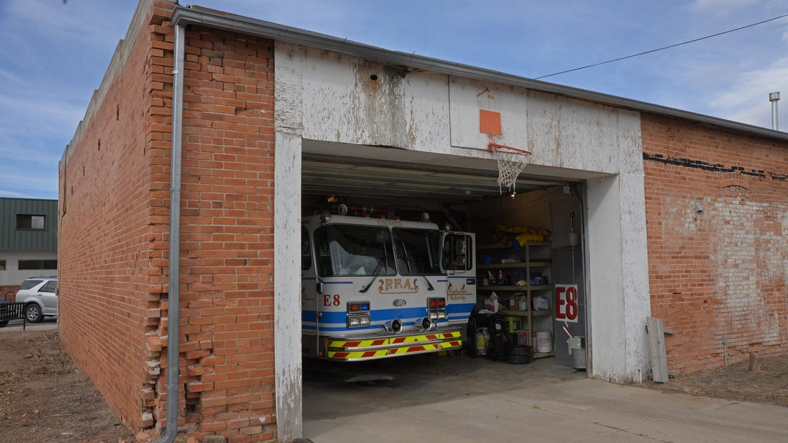 timnath chatrooms I have a 3-car side-entry garage here's a pic we do all of our parking in that first 2-car bay the landing pad outside the garage extends for about 30 feet.