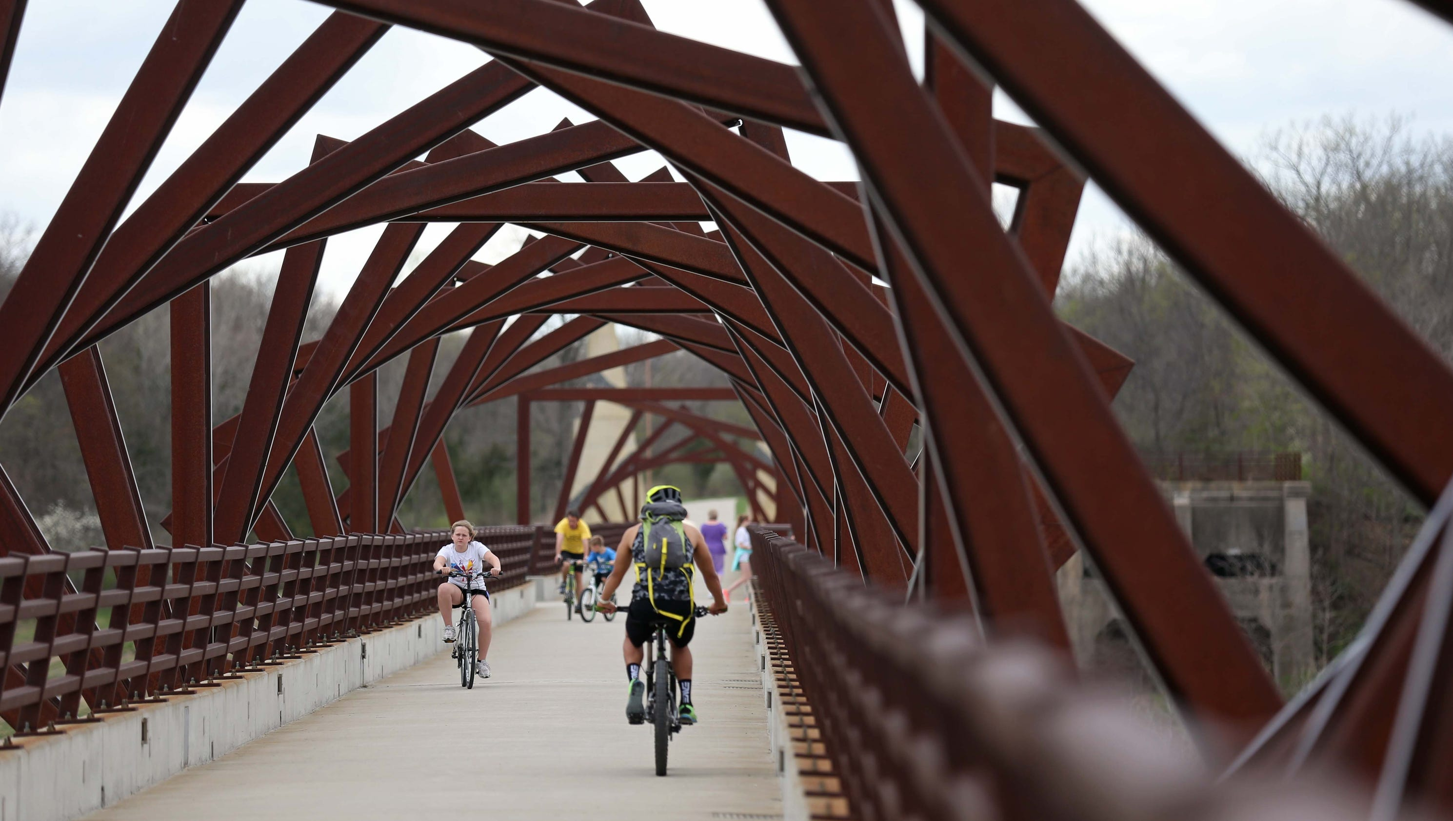 10 Photos A Spring Day On The High Trestle Trail