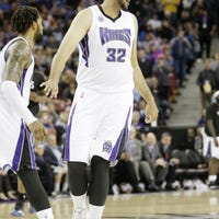 Former New Mexico State center Sim Bhullar makes NBA debut