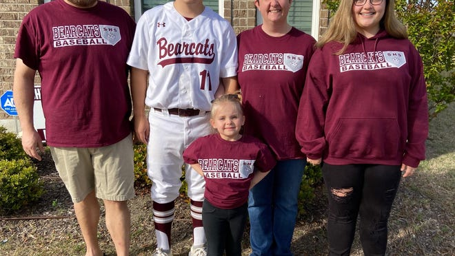 Shannon Rennwanz poses with her family from left to right, her husband Shawn, their son, Ryan, and their oldest daughter Kenzie, with their youngst daughter Rylee in front of them all.