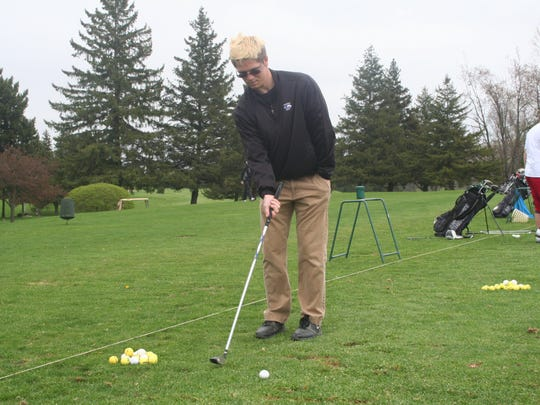 Lakeview's Mason Evans is playing golf with one arm this season because he broke his other arm during wrestling season.