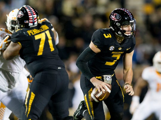 Missouri quarterback Drew Lock (3) looks to pass  during a game between Tennessee and Missouri at Faurot Field in Columbia, Missouri, on Saturday November 11, 2017.
