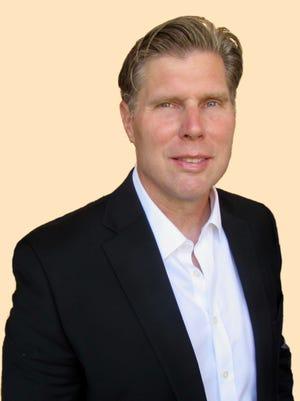 Greg Burton has been named executive editor of the Arizona Republic in Phoenix.