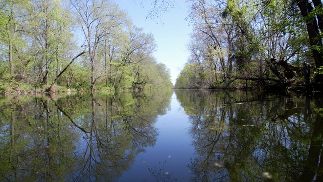 The New Jersey Water Supply Authority will dredge a 10.5-mile stretch of the Delaware and Raritan Canal.