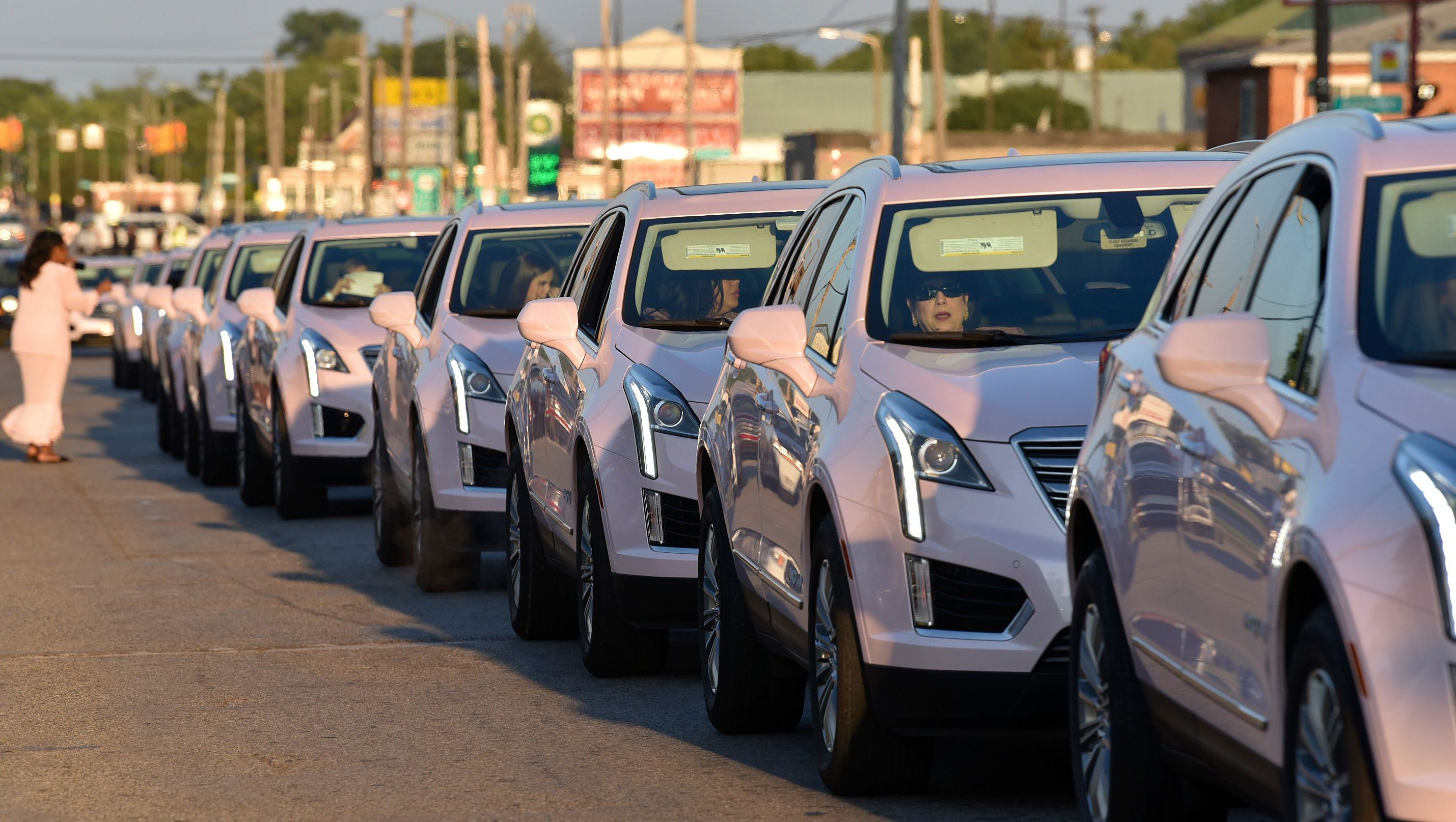 Homage on wheels: Pink Cadillacs line 7 Mile for funeral