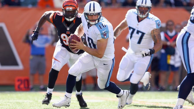 CINCINNATI, OH - SEPTEMBER 21:  Jake Locker #10 of the Tennessee Titans runs with the ball during the game against the Cincinnati Bengals  at Paul Brown Stadium on September 21, 2014 in Cincinnati, Ohio.  (Photo by Andy Lyons/Getty Images)