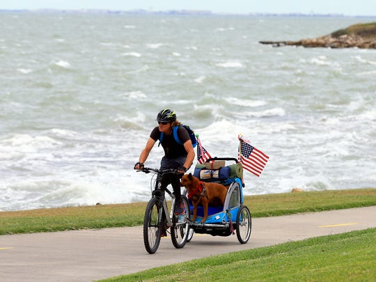 GABE HERNANDEZ/CALLER-TIMESFlynn Donoho rides his bike with his dog Diva Thursday, Dec. 1, 2016, at Cole Park in Corpus Christi. Donoho has ridden his bike more than 40,000 miles to raise money for the American Cancer Society with his dog Diva.