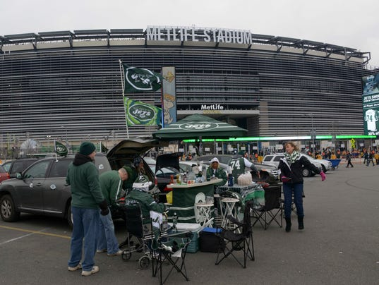 2013-12-09-metlife-stadium-tailgating