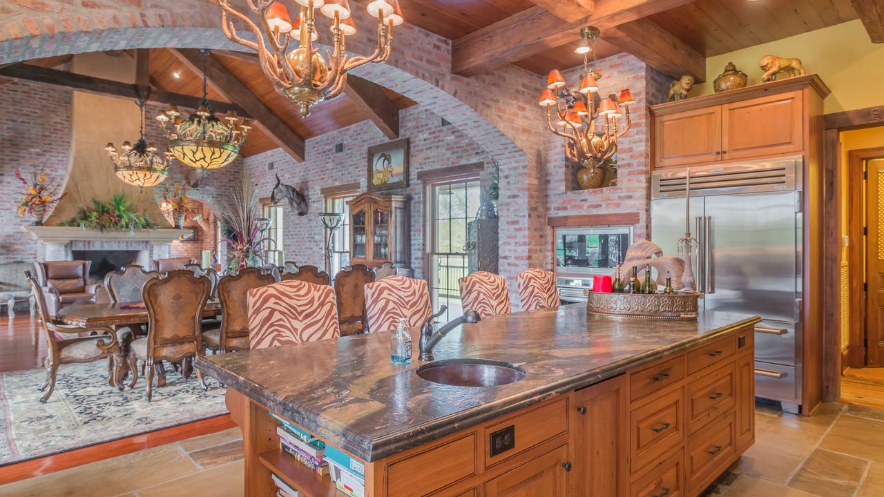 Mansion on the Market: Twin Lakes