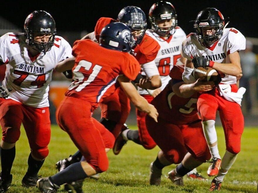 Peyton White carries the ball for Santiam.