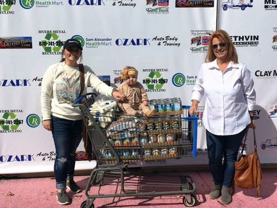 Loni and Courtney Griffith make a food donation in Harrison. Connie Bailey with Ozark auto Body and Towing