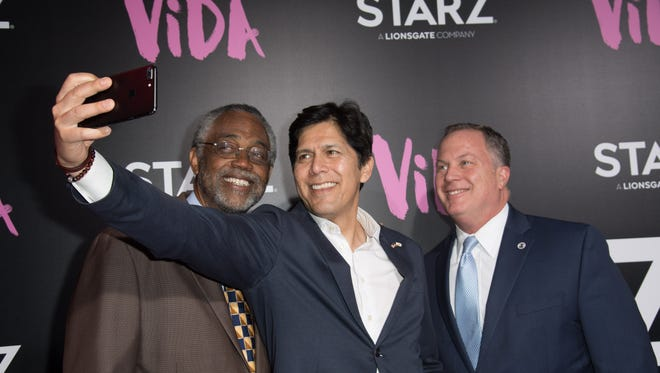 Kevin de Leon takes a selfie with fellow Democrats in Los Angeles.