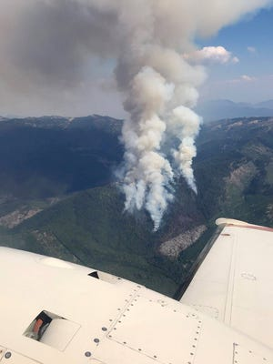 Views of the Hendrix Fire, in southwest Oregon, from overhead.