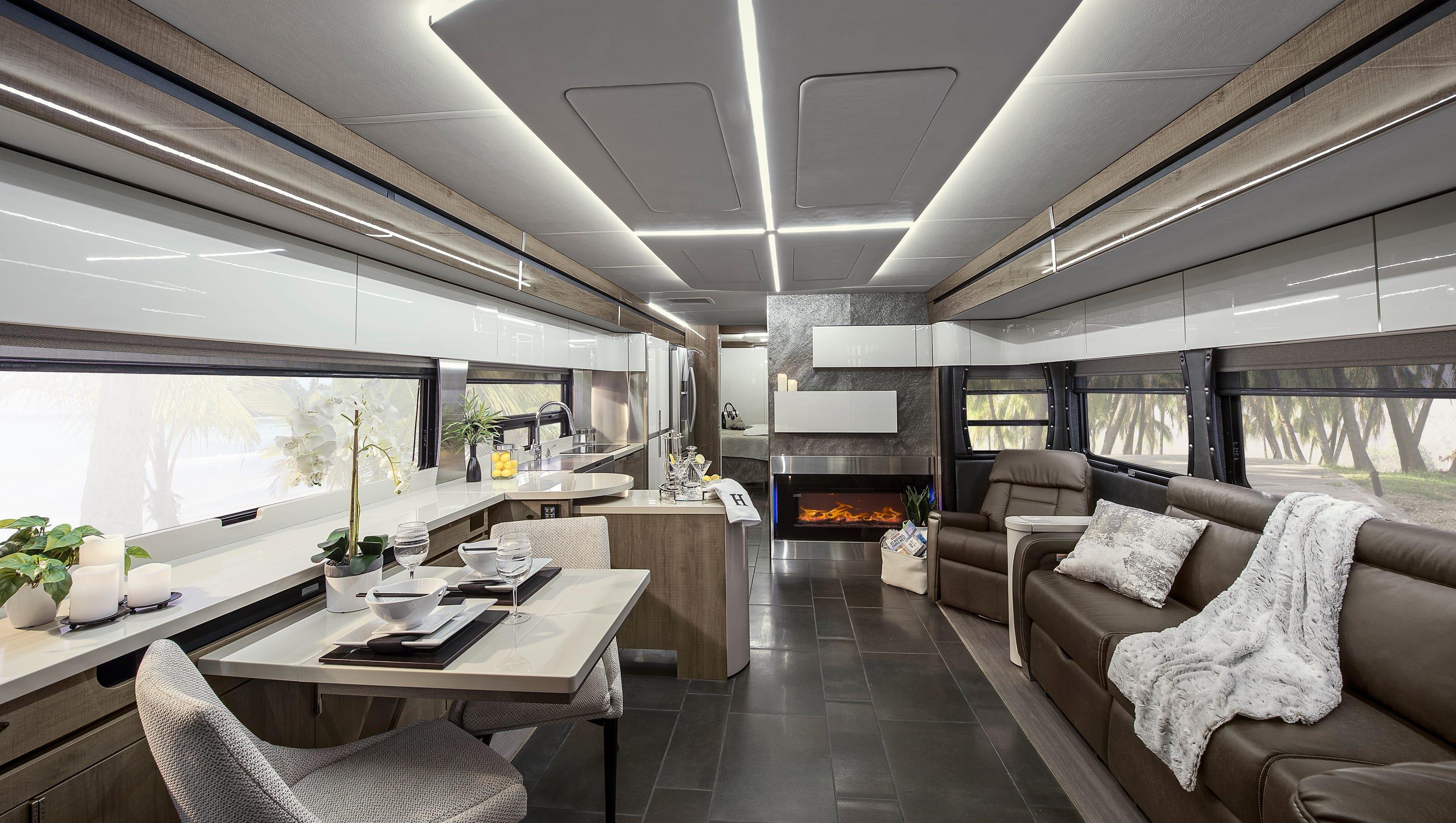 winnebago 39 s luxury horizon model named 39 rv of the year 39. Black Bedroom Furniture Sets. Home Design Ideas