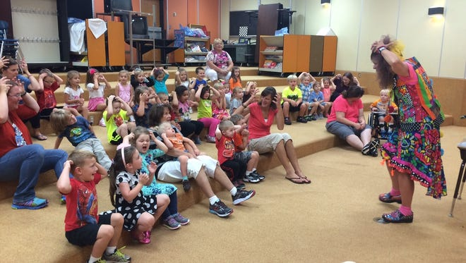 """Southern Door kindergarten students help songwriter and author Debbie Clement sing her song """"Lion Prowl."""" The song included signing some of the lyrics."""