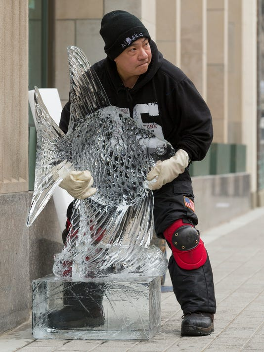 20151212_Ice_Carving_stills_sw