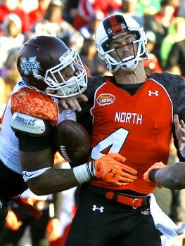 North quarterback Sean Mannion (4), of Oregon State, loses the ball as he is sacked by South defensive end Preston Smith, of Mississippi State, during the Senior Bowl NCAA college football game Saturday, Jan. 24, 2015, in Mobile, Ala.