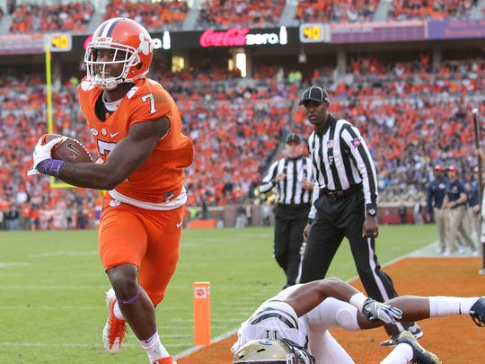 Clemson wide receiver Mike Williams (7) scores a 15-yard touchdown past Pitt defensive back Dane Jackson (11) during the second quarter on Saturday at Memorial Stadium in Clemson.