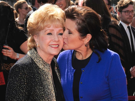Carrie Fisher gives her mother, Debbie Reynolds, a