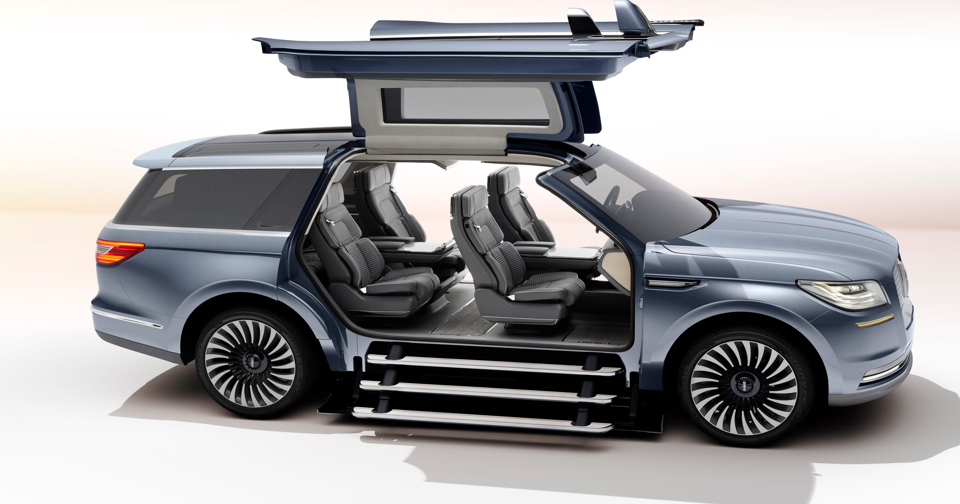 Gullwing Doors Wow Ny Auto Show Crowd In New Lincoln Navigator Concept Jeep That Looks Like Rober