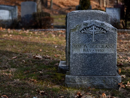 Simon Douglas' grave in Hackensack Cemetery. Historical documents include conflicting spellings of his last name.