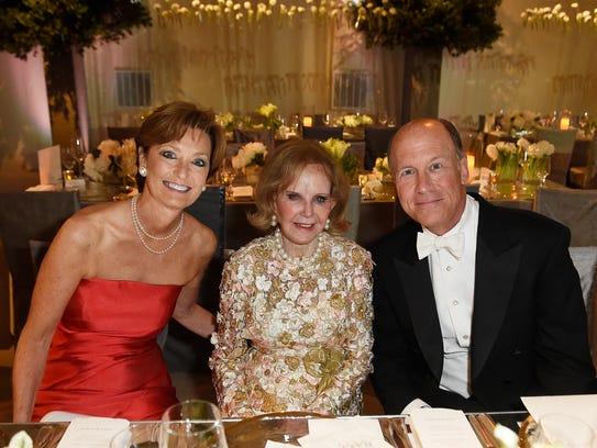 Jane MacLeod, Jane Dudley, and Don MacLeod at Swan