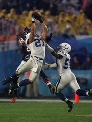 Bob Sanders (21) of the Indianapolis Colts intercepts