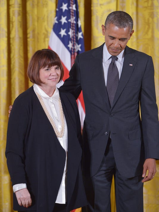 US-POLITICS-OBAMA-ARTS-HUMANITIES-MEDALS-RONSTADT