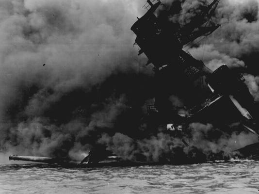 USS Arizona sinking