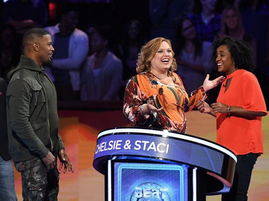 "BEAT SHAZAM: L-R: Host Jamie Foxx with contestants Chelsie and Staci in the all-new ""Episode Seven"" episode of BEAT SHAZAM airing Tuesday, July 24 (8:00-9:00 PM ET/PT) on FOX."