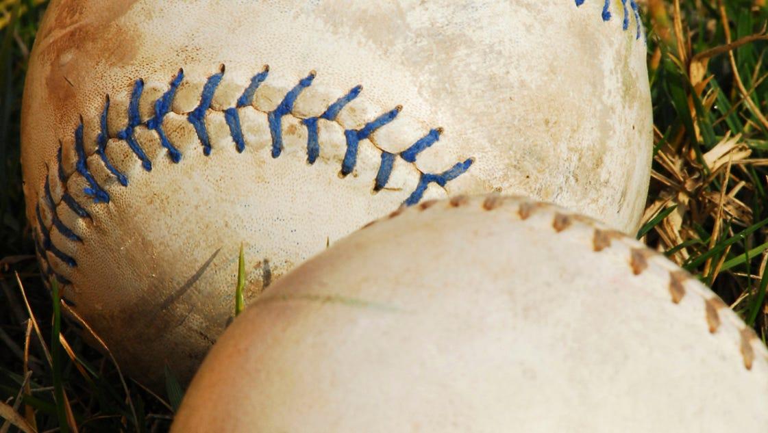 636288611779918554-softballs-in-grass---vertical