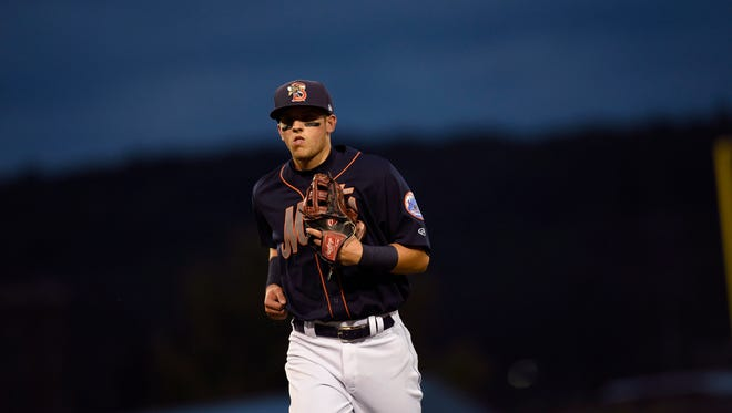 Shortstop Gavin Cecchini played for the B-Mets during the 2015 season. He earned the Eastern League Rookie of the Year award.