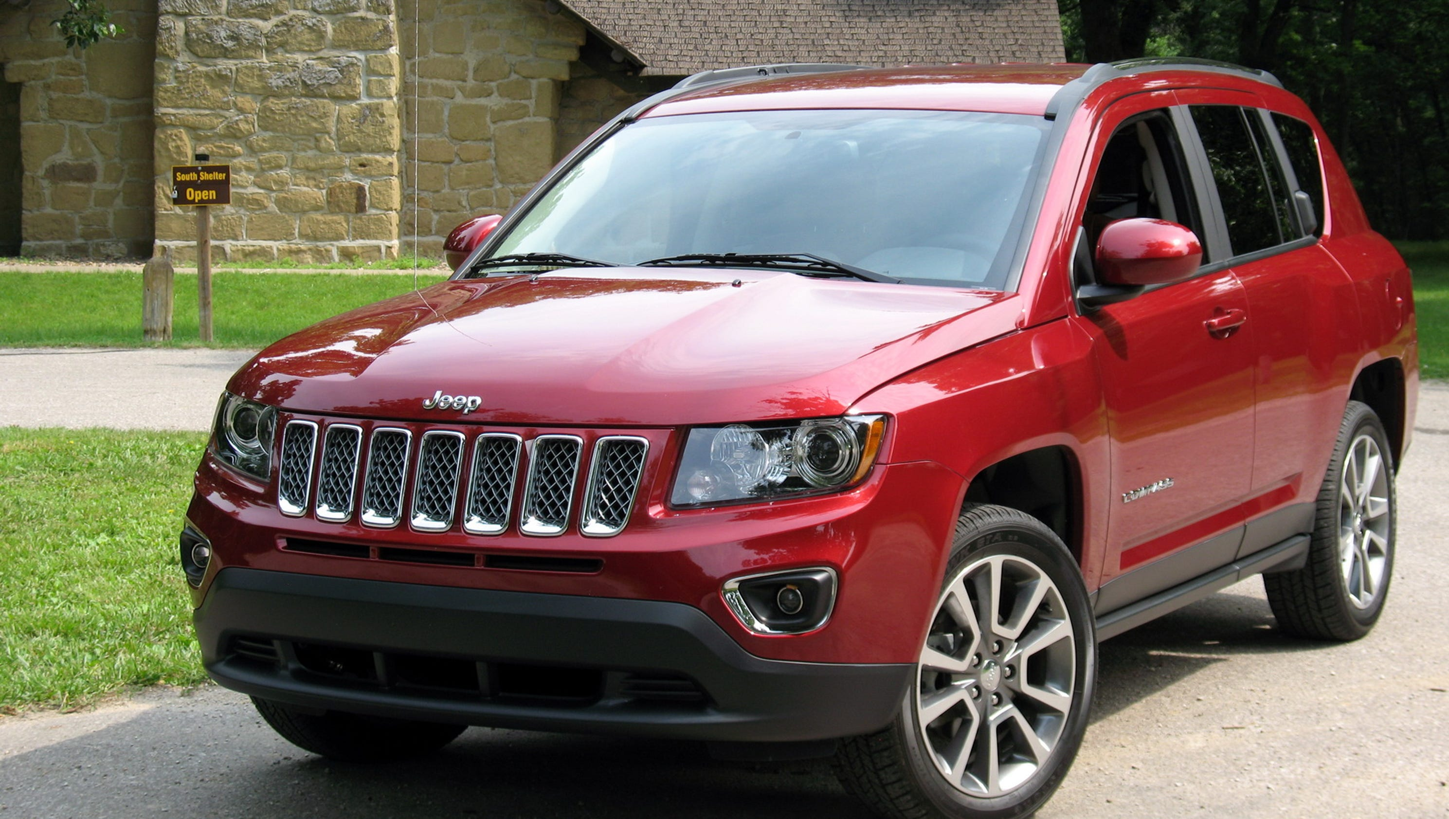 Compact Functionality: 2015 Jeep Compass SUV