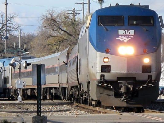 635881869633282916-Amtrak-trains-1-1-F7CI3801-L710049278.JPG