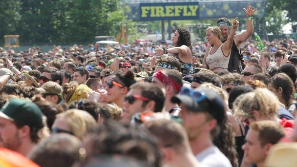 Fans cheer as Matt and Kim perform day at Firefly in 2013.
